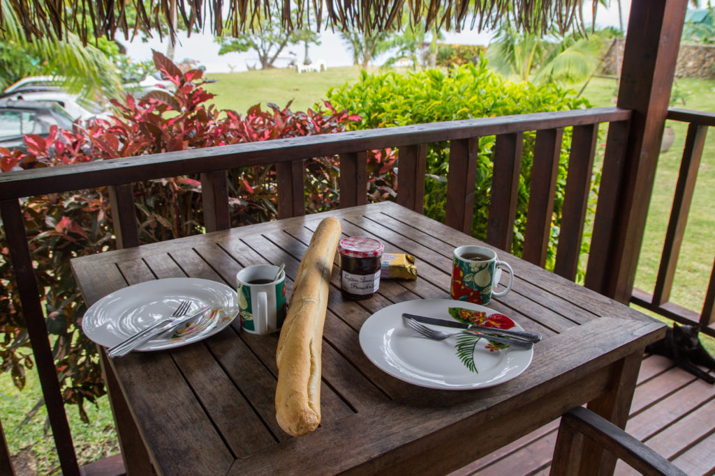 Französisches Frühstück in unserer Unterkunft Fare Tokoau in Moorea