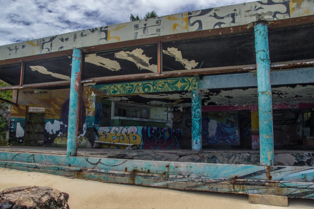 Strand am verlassenen Club Med Moorea